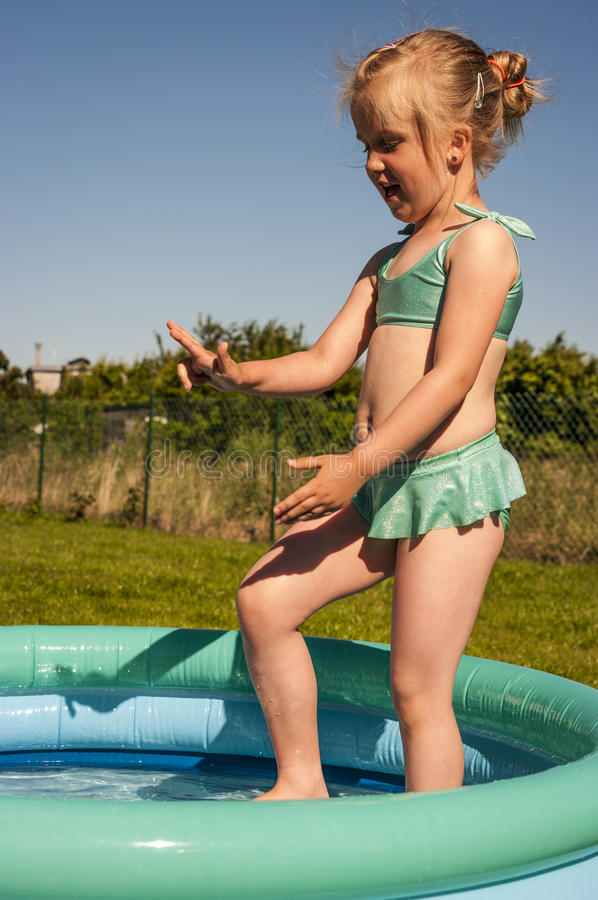 girl little pool стоковая фотография