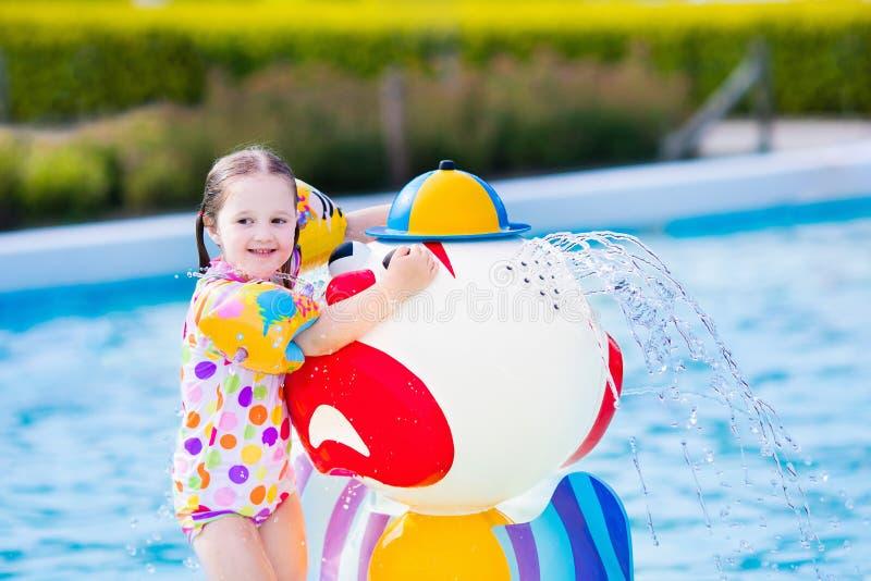 girl little pool стоковое изображение rf
