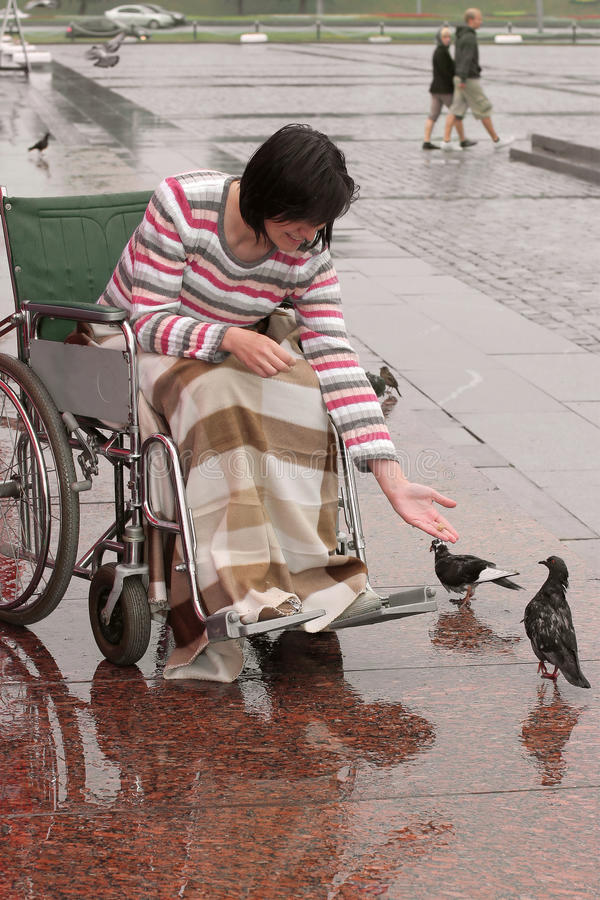 Free Girl On Wheelchair Feeds Birds Royalty Free Stock Images - 9991779