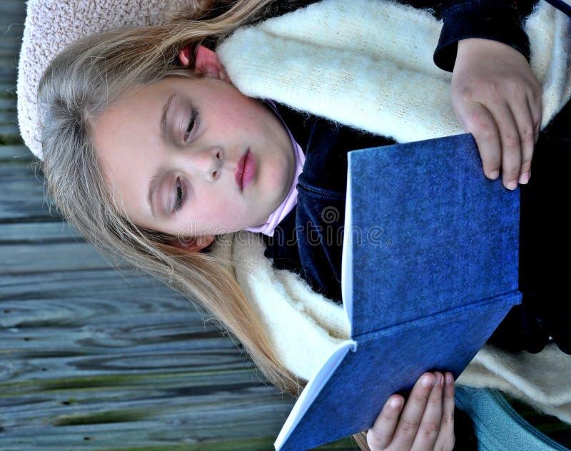 Free Girl Reading A Book Royalty Free Stock Photos - 9787528