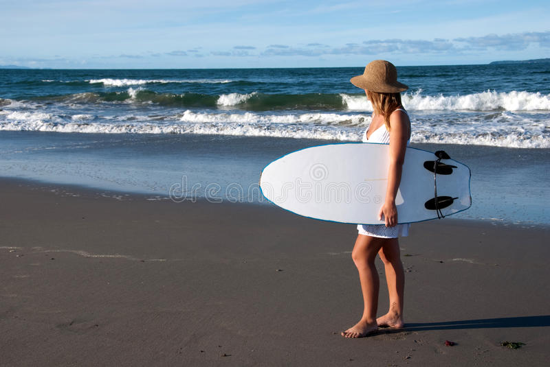 Girl in sunhat with surfboard royalty free stock photos