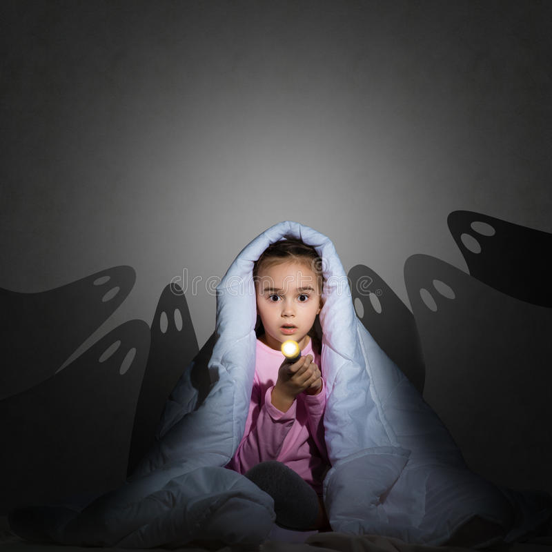 Free Girl Under The Covers With A Flashlight Royalty Free Stock Image - 38483466
