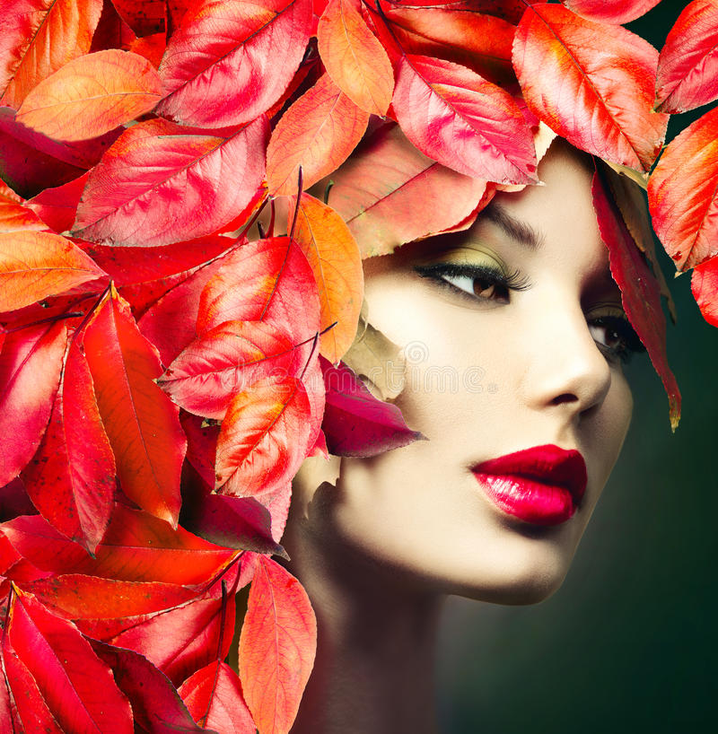 Free Girl With Colourful Autumn Leaves Hairstyle Royalty Free Stock Photography - 44831577