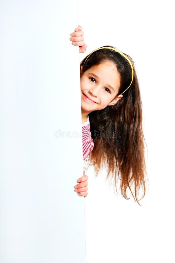 Girle al lado de un espacio en blanco blanco fotos de archivo