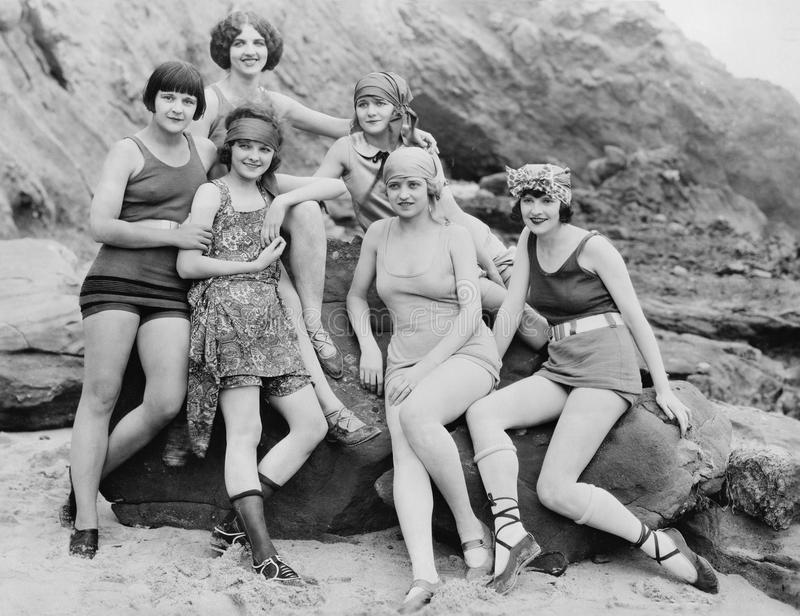 GIRLFRIENDS, 1924 (todas las personas representadas no son vivas más largo y ningún estado existe Garantías del proveedor que no  imagenes de archivo