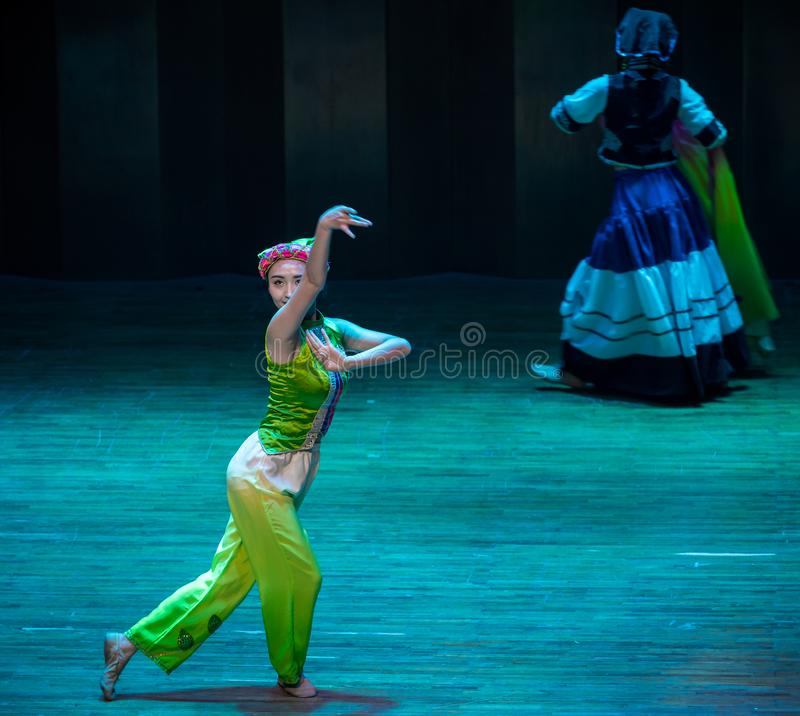 Free Girlfriends Whispering-dance Drama Axi Jump-Yi Folk Dance Stock Photography - 133204172