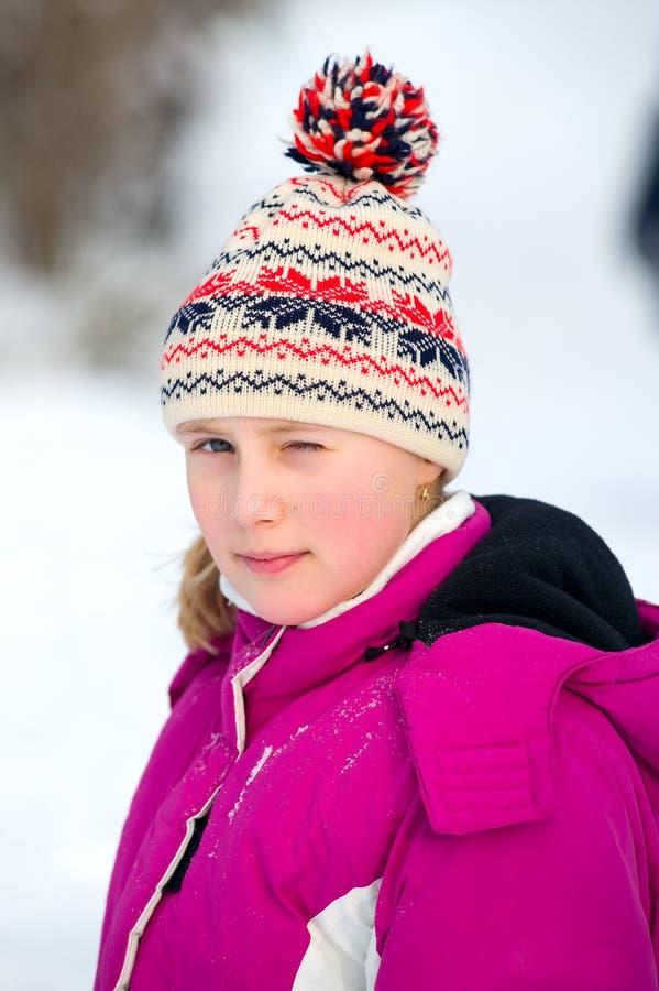 Girlie dans la neige image stock