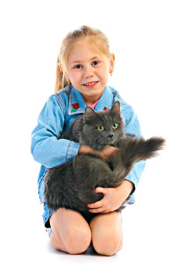 Girlie de verticale avec le chat photographie stock