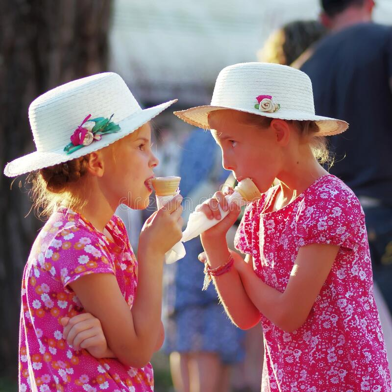 Free Girls Eating Icecream In The Park 2 Royalty Free Stock Images - 187258099