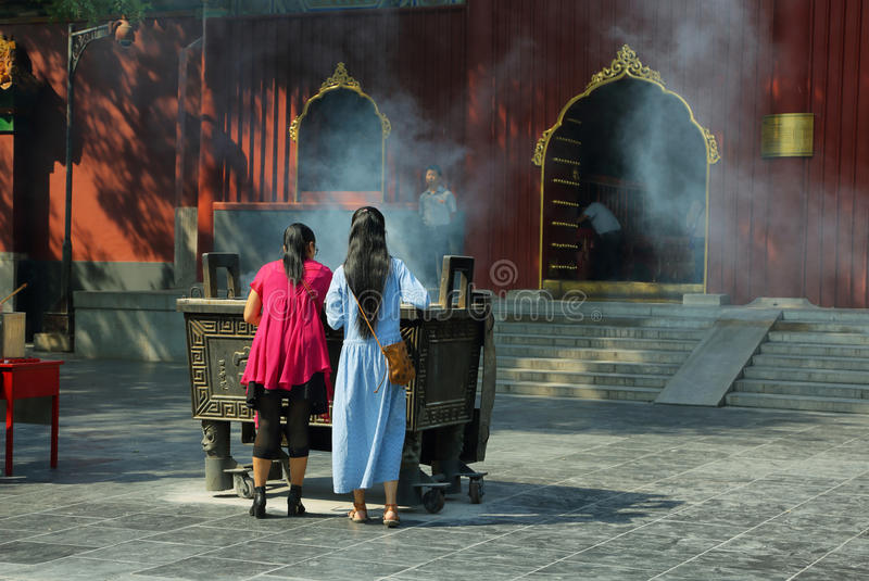Girls praying in the Lama Temple Yonghe Lamasery stock images