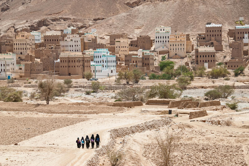 Girls in Yemen. A group of unidentified girls in black clothes return home after school on May 8, 2007 in Al Hajarayn, Yemen. Although infant mortality is high stock images