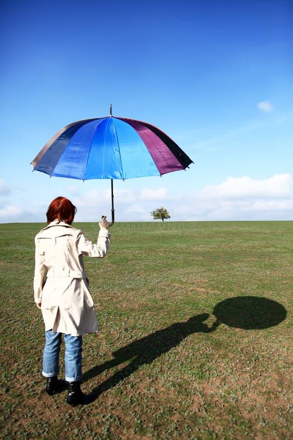 girlwith śródpolny parasol zdjęcie royalty free