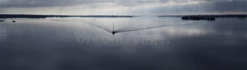 Giro calmante della barca fotografia stock libera da diritti