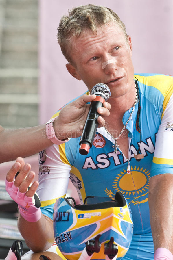 Download Giro D'Italia: Alexandre Vinokourov Editorial Stock Photo - Image of town, stadium: 14558818
