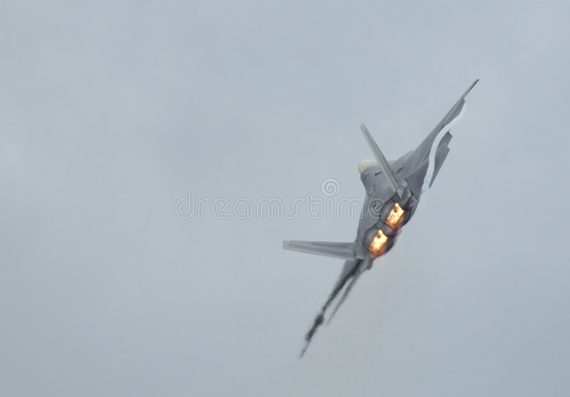 Giro da ave de rapina F-22 fotos de stock royalty free