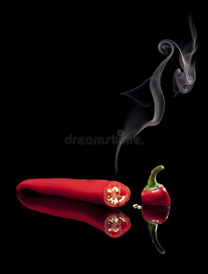 Pimienta de chile rojo caliente que fuma foto de archivo libre de regalías
