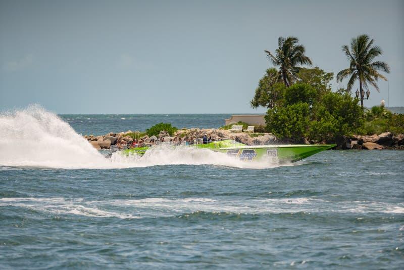 Giro del motoscafo del giallo di Miami che va velocemente fotografie stock libere da diritti
