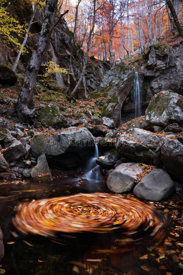 Giro del otoño de la cascada imagen de archivo libre de regalías