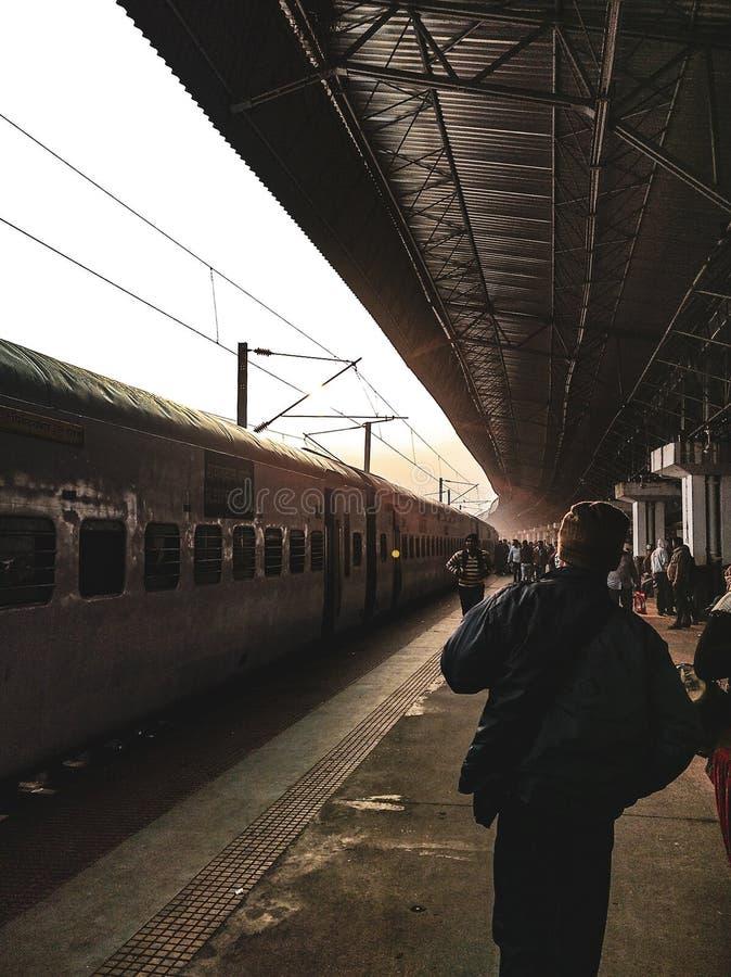 Giro del treno dalla stazione di Howrah immagine stock