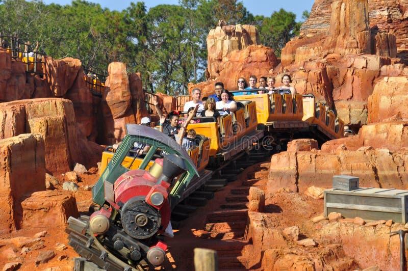 Giro di Walt Disney World Railroad nel parco magico della famiglia di Theeme di regno fotografia stock