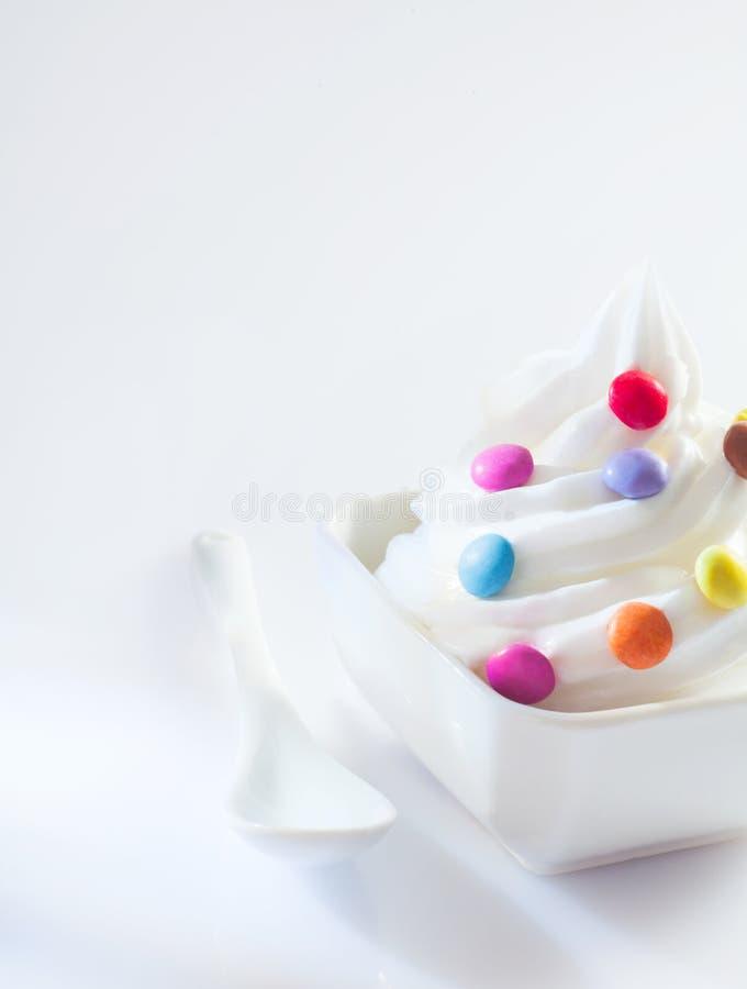 Giro do gelado com doces coloridos foto de stock royalty free