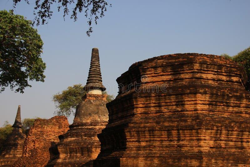 Giro e pagode antichi di forma di Bell con la foglia verde fotografia stock