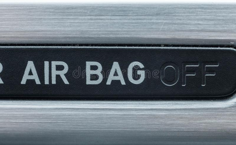 Giro in funzione e a riposo del funzionamento degli airbag nell'automobile immagini stock libere da diritti