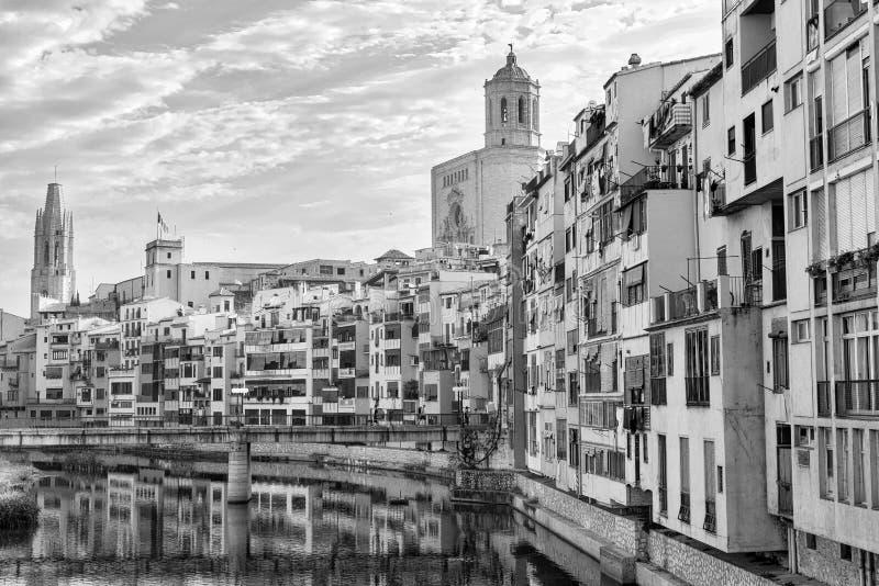 Girona Catalunya, σπίτια της Ισπανίας κατά μήκος του ποταμού στοκ εικόνα