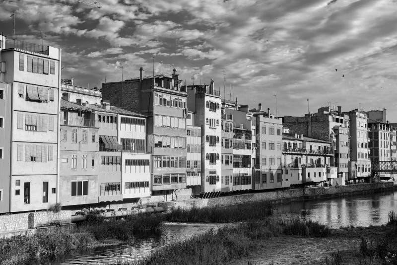 Girona Catalunya, casas de España a lo largo del río fotos de archivo
