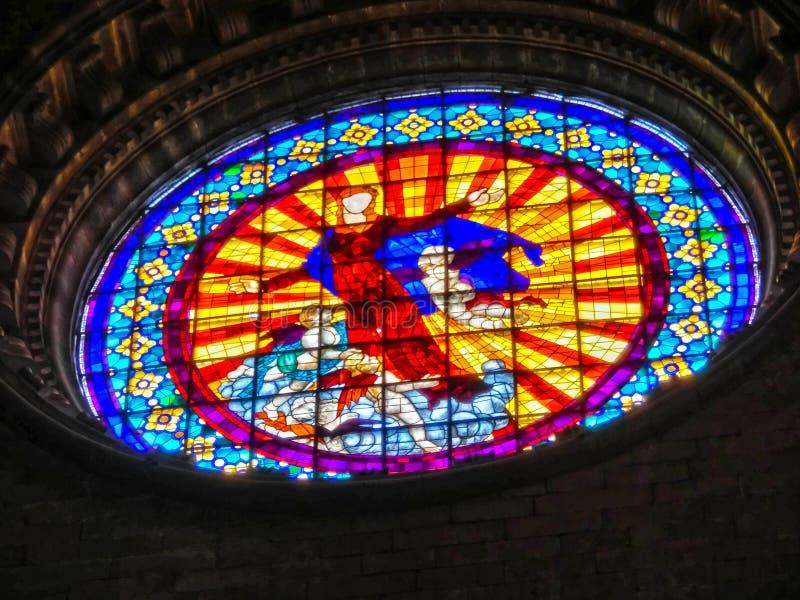 Girona, España - 5 de septiembre de 2015: El interrior de la iglesia gótica de la catedral de Sant Feliu en Girona imagenes de archivo