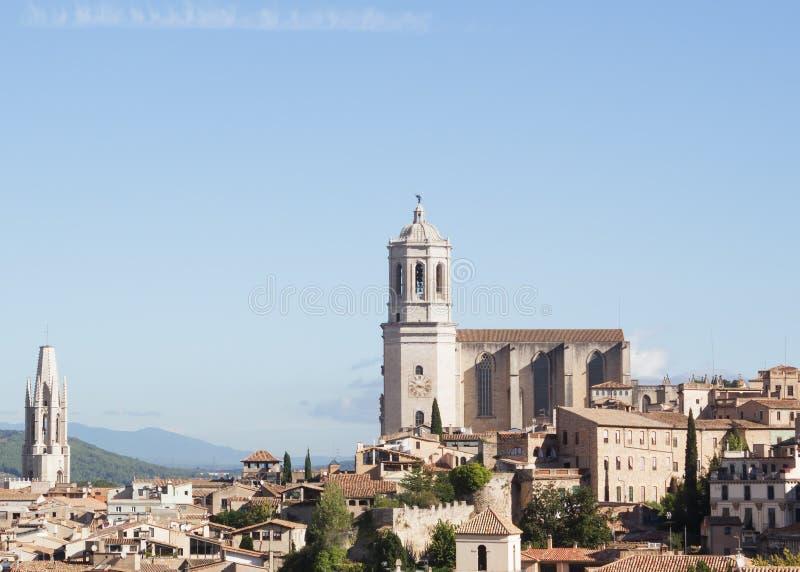 Girona, Espanha - 15 de setembro de 2016: vista na catedral de Girona e na cidade velha fotos de stock royalty free