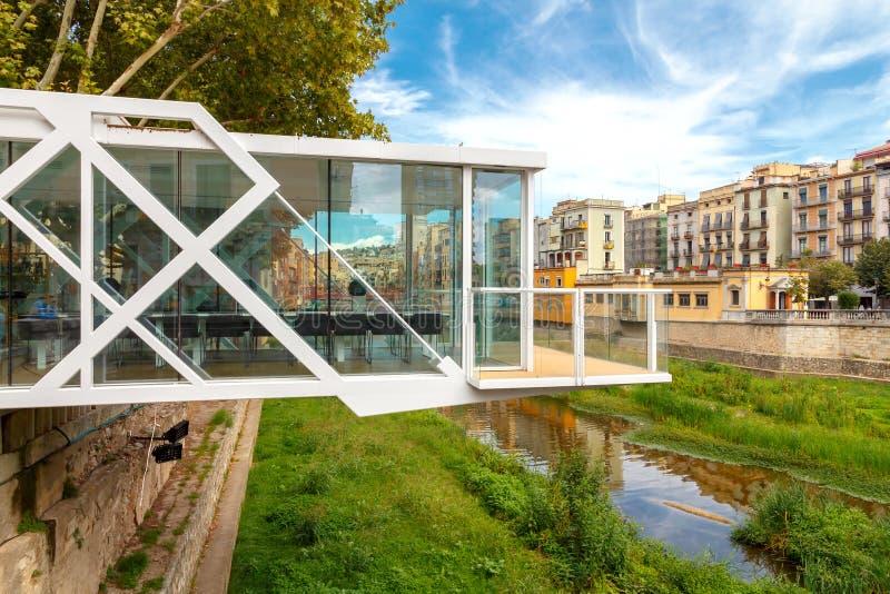 Girona Il ristorante sopra il fiume immagini stock libere da diritti