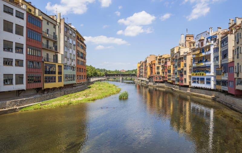 Girona - Kleurrijke huizen stock afbeelding
