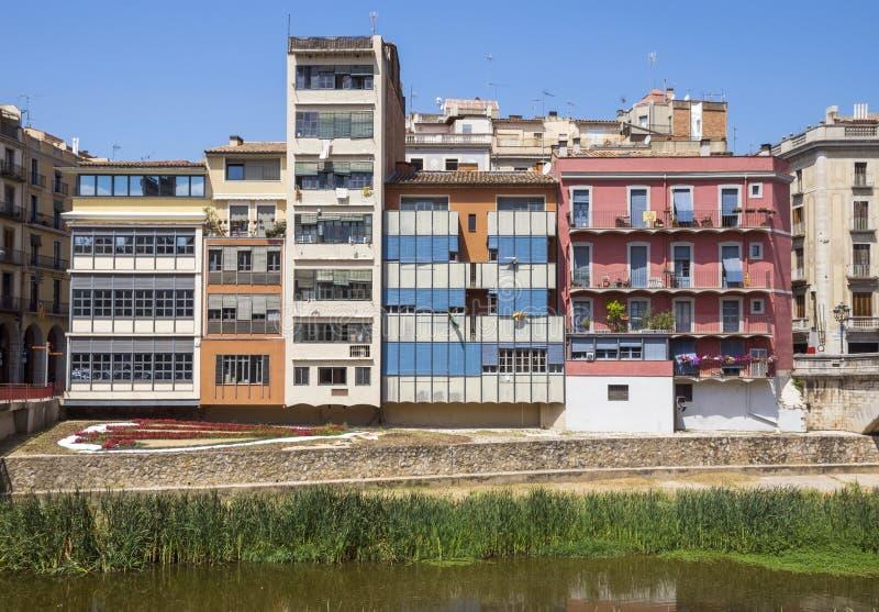 Girona - Kleurrijke huizen royalty-vrije stock afbeelding