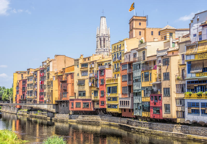 Girona - Kleurrijke huizen royalty-vrije stock foto's