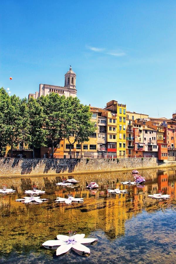 """Girona under blommafestival†""""Girona arbetar tillfälligt de Flors, Catalon arkivbilder"""