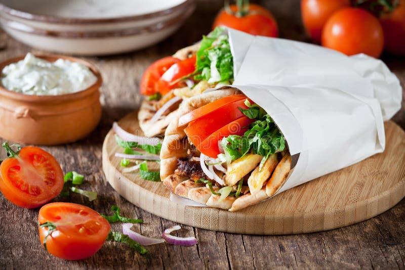 Giroscópios gregos da carne de porco fotos de stock royalty free