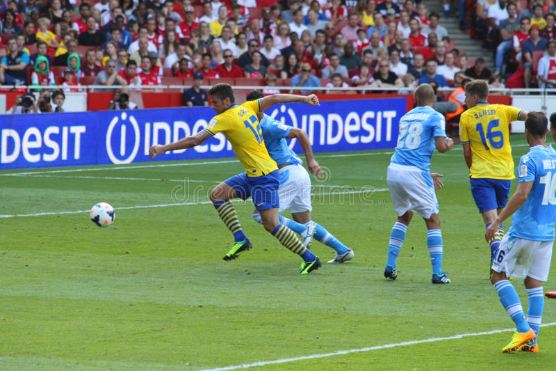 Giroud in Arsenal-Napoli. Moment of the match Arsenal-Napoli for the Emirates Cup 2013, played in London on the 3rd of August 2013 stock photography