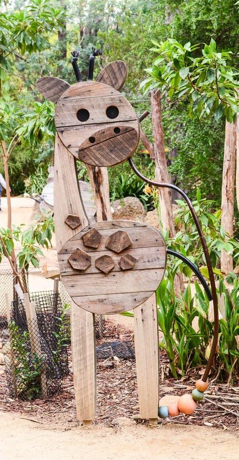 Girrafe di legno fatto con le forme geometriche immagine stock libera da diritti