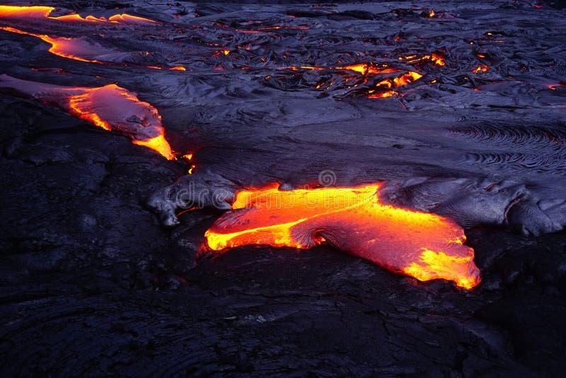 Gisement de lave avec de la nouvelle lave en Hawaï photos libres de droits