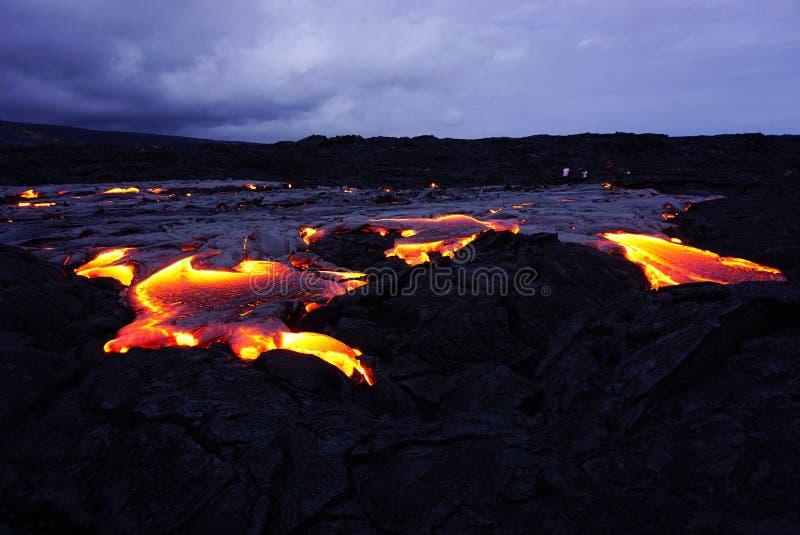 Gisement de lave avec de la nouvelle lave en Hawaï image stock