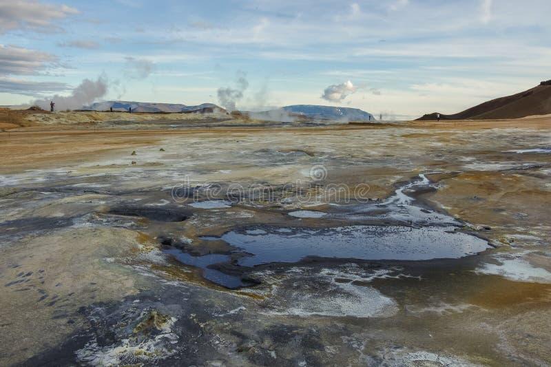 Gisement géothermique de Hverarond en Islande C'est un champ dans Krafla image stock
