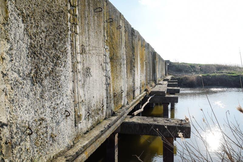 Gisements de riz de syst?me d'irrigation de canal Tunnel concret pour le canal d'irrigation photos libres de droits