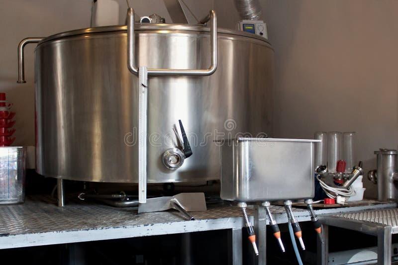 Gistingstank voor bier stock foto's
