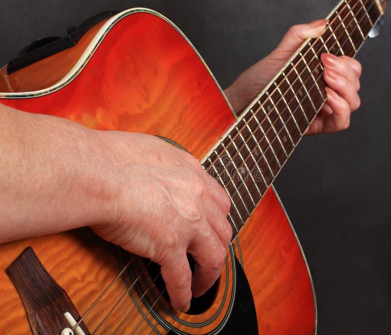 gitar ręki zdjęcia royalty free