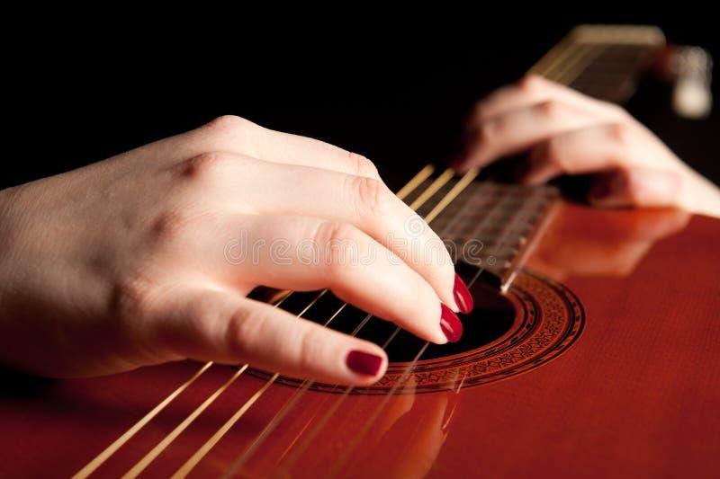 gitara bawić się kobiet potomstwa obrazy royalty free