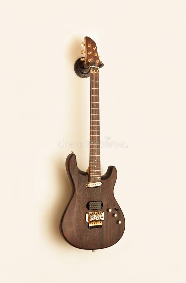 Download Gitara elektryczna retro zdjęcie stock. Obraz złożonej z instrument - 41952820