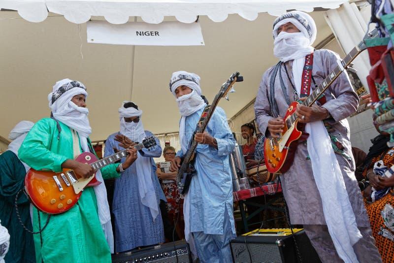 Gitara gracze od Niger przy fetami Consulaires zdjęcia stock