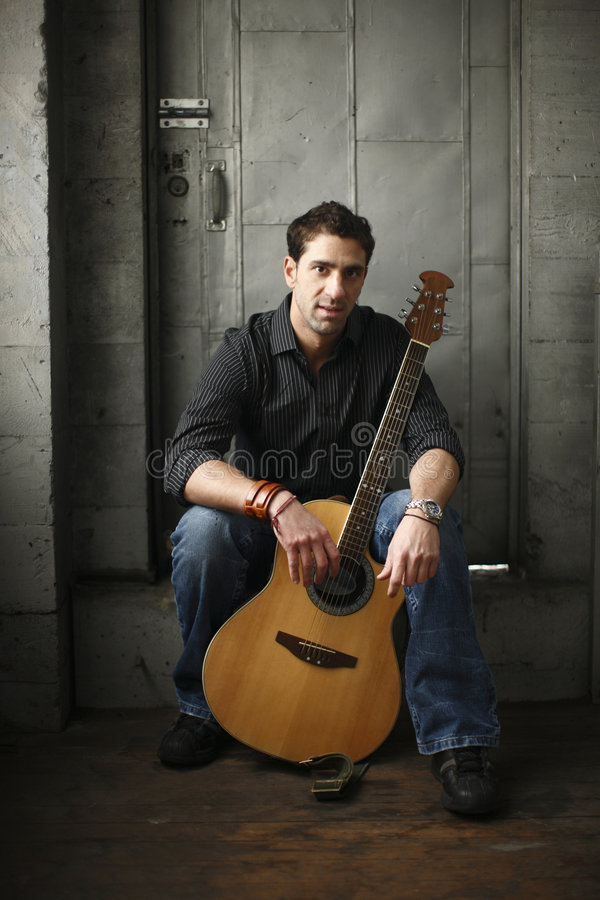 gitara mężczyzna zdjęcia royalty free