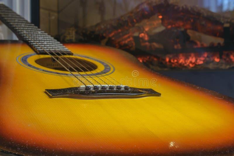 Gitara obok graby obrazy royalty free